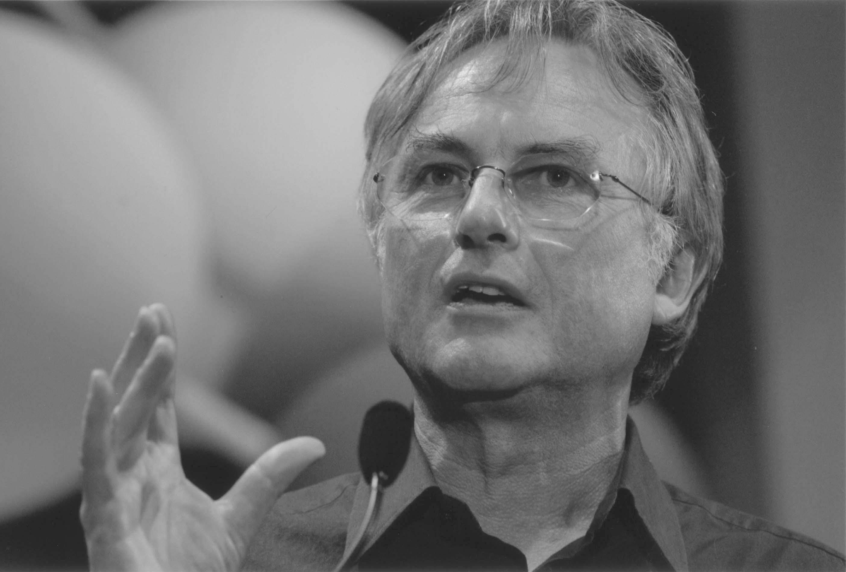 Richard Dawkins, Akraba Seçilimi'nin ve ilişkili kavramlarının günümüzdeki en meşhur savunucularından birisidir.