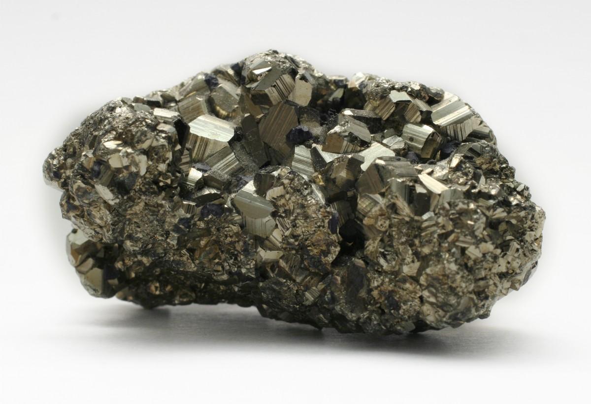 İlkel Dünya'da bulunan ferro metallere bir örnek, demir...
