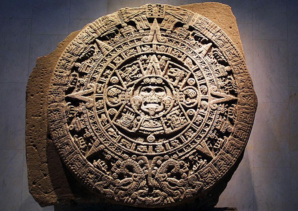 Meksika'daki Ulusal Antropoloji Müzesi'nde sergilenen Aztek Güneş Takvimi