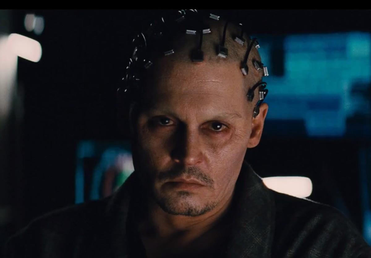 Filmde beynin haritasını çıkarmak için kullanılan özel elektrotlar ve sistem...
