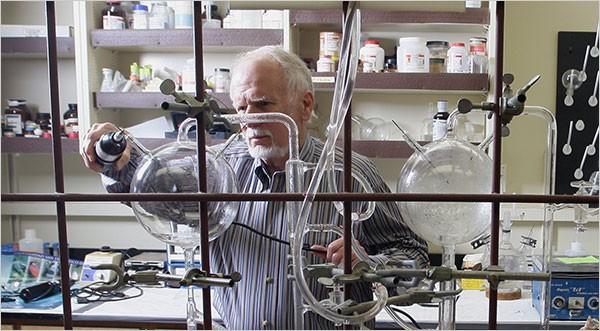 Deney düzeneği günümüzde San Diego Kalifornia Üniversitesi'nde, Miller ve Urey'in eski öğrencilerinden Jeffrey Bada'nın kontrolünde bulunmaktadır. Ayrıca deney düzeneği Denver Doğa ve Bilim Müzesi'nde sergilenmektedir.