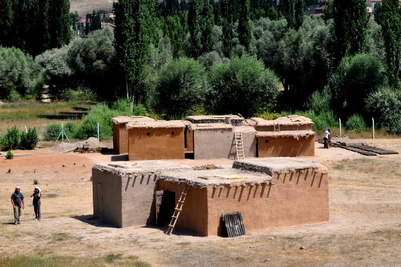 Aşıklı Höyük Deneysel Arkeoloji Neolitik Evleri