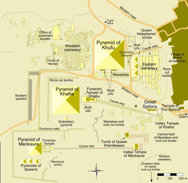Görsel 3: Gize'deki piramitlerin konumları. Menkaure 65 metre, Khafre 143 metre iken bugün 136 metre ve Khufu da 146 metre iken bugün 138 metre yüksekliğindedir.