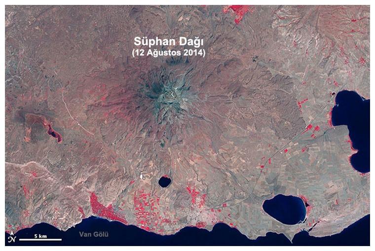 OLI: Operational Land Imager – Operasyonel Yeryüzü Görüntüleyici: Landsat 8 uydusuna takılı bu sensör farklı dalga boylarını kullanarak, 15m x 185km'lik renk ayrımlı ve 30m x 185km'lik üç boyutlu görüntüler toplamaktadır. Uydu her 16 günde bir tam dünya turunu tamamlamakta ve aynı noktadan tekrar görüntü almaktadır. OLI sensöründen sağlanan görüntülerle yerleşimler, çiftlikler, ormanlar ve diğer toprak kullanım şekilleri belirlenebilmektedir.