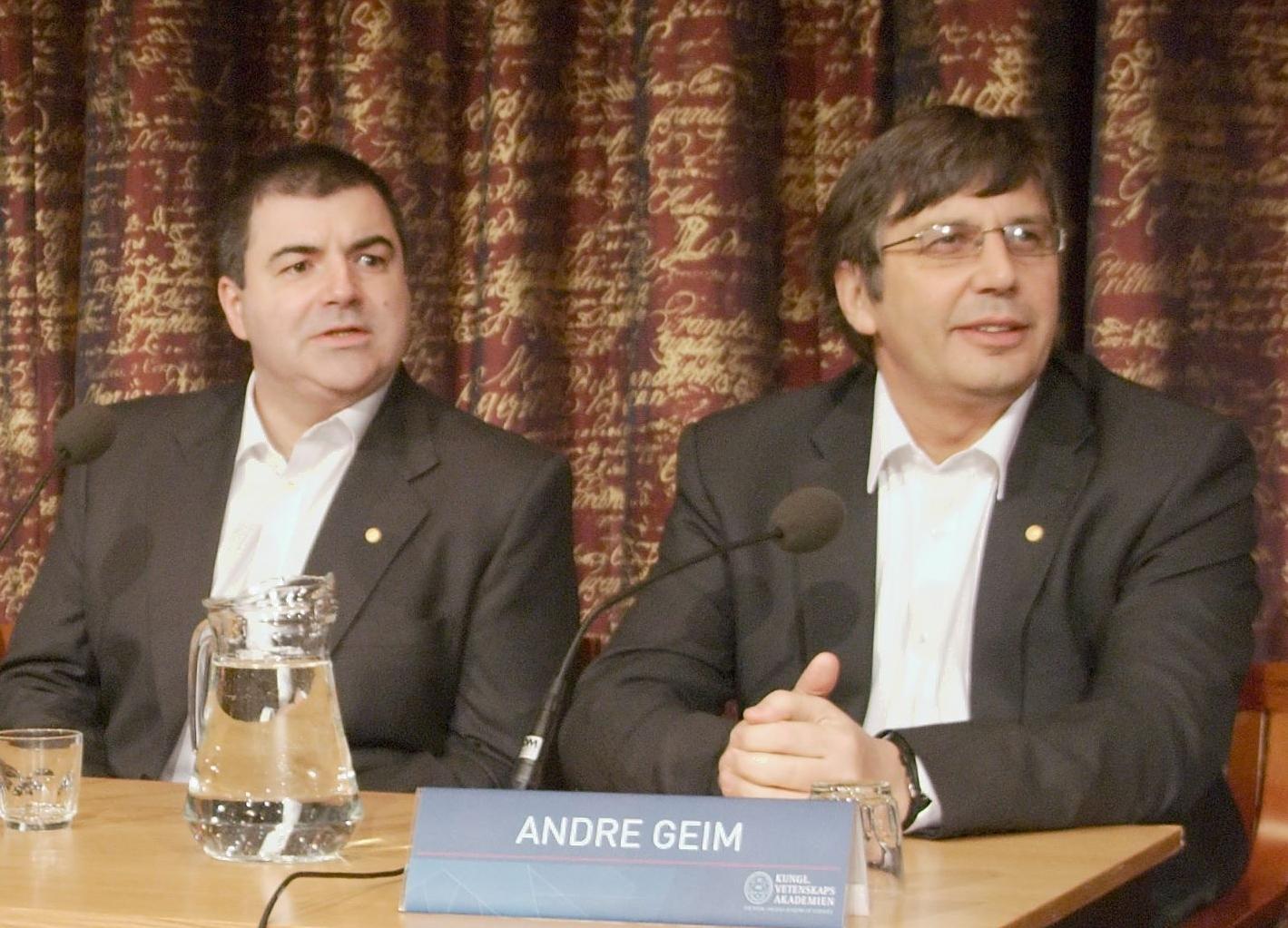 Konstantin Novoselov (solda) ve Andre Geim (sağda)