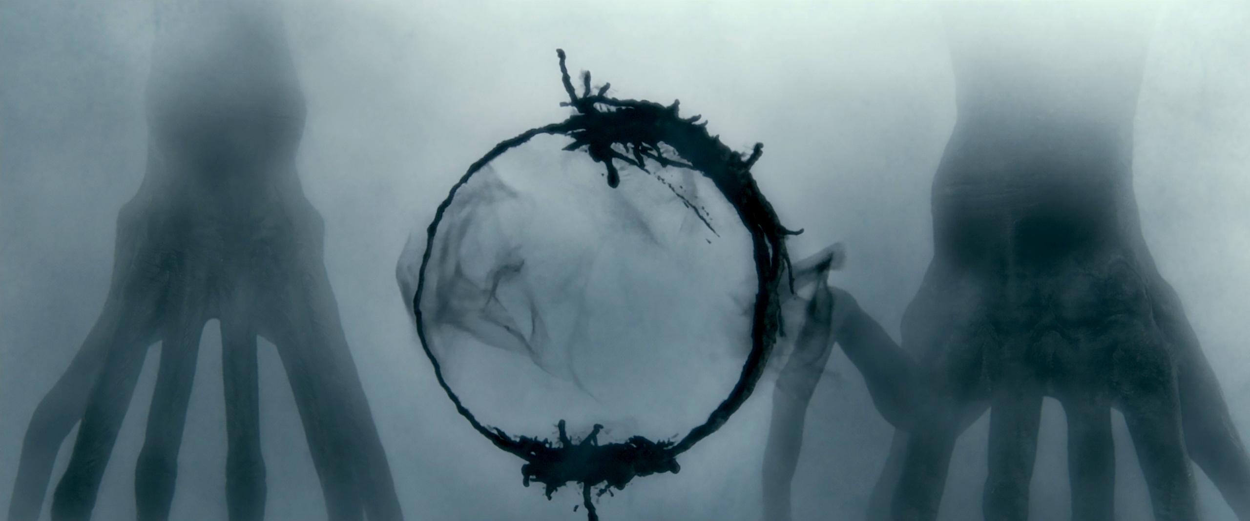 Dilin bakış açısı üzerindeki şaşırtıcı etkilerine kurgusal ve uç düzeyde bir örnek, Arrival isimli filmde güzel bir şekilde ele alınmıştır.