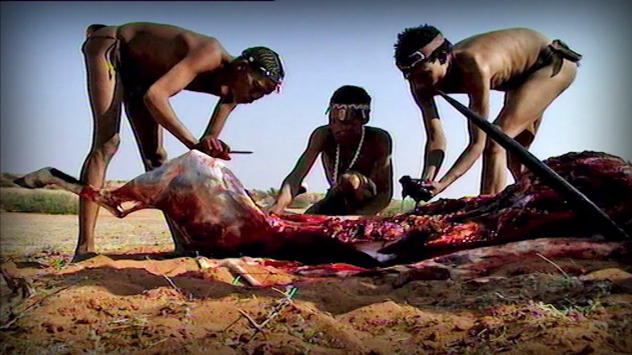 Aynı kabile, avlarını yemek üzere hazırlarken; Günümüz...