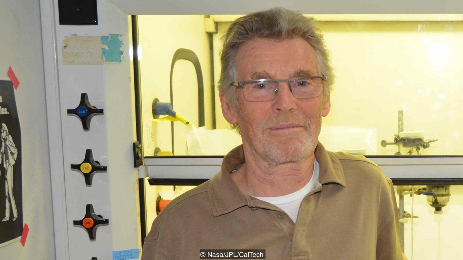 Jeolog ve hayatın kökeni araştırmacısı Michael Russell