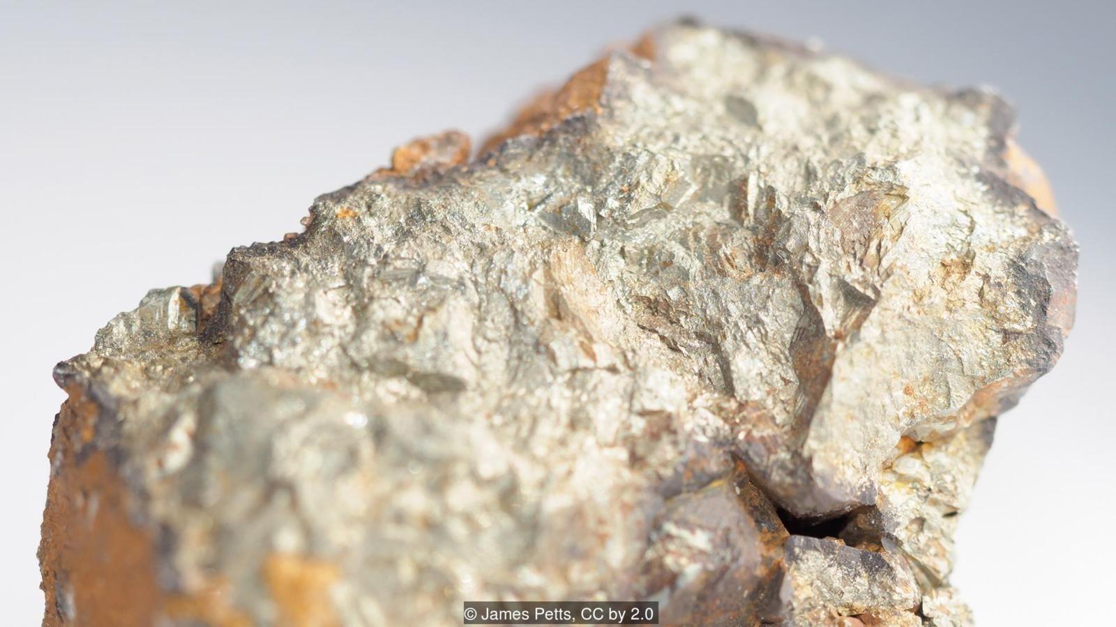 Bir demir pirit öbeği