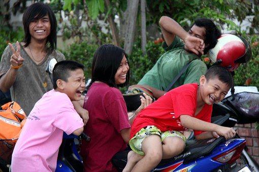 Gülmek, sosyal bir araçtır.