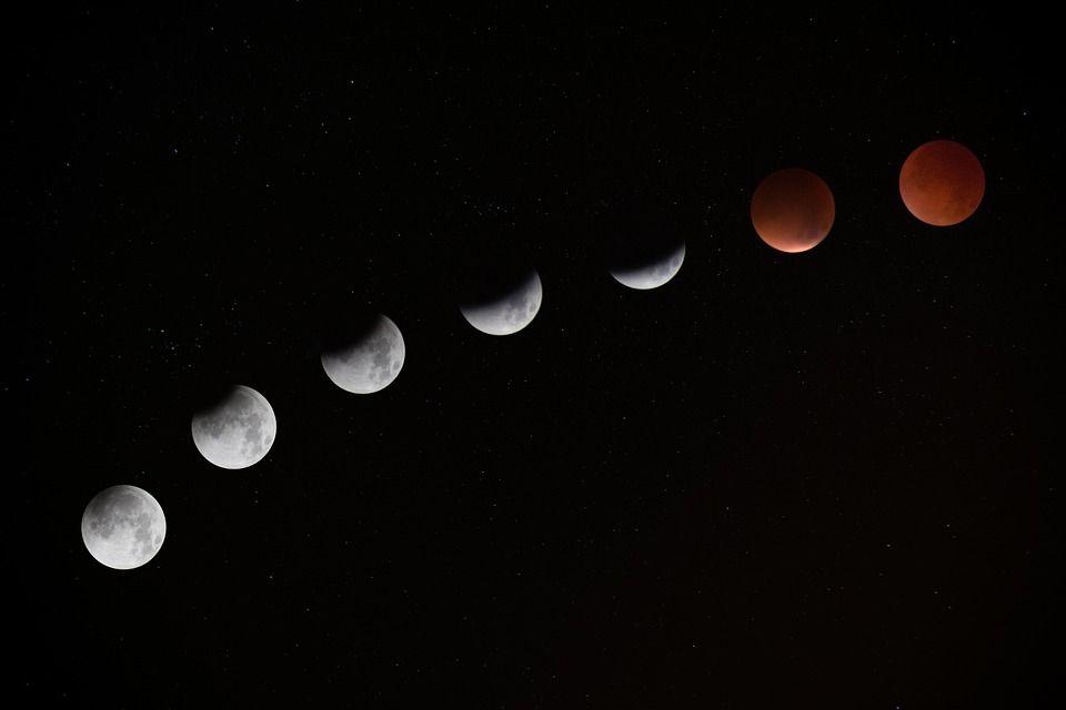 """""""Kanlı Ay"""" ile sonuçlanan Ay tutulmasının evreleri"""